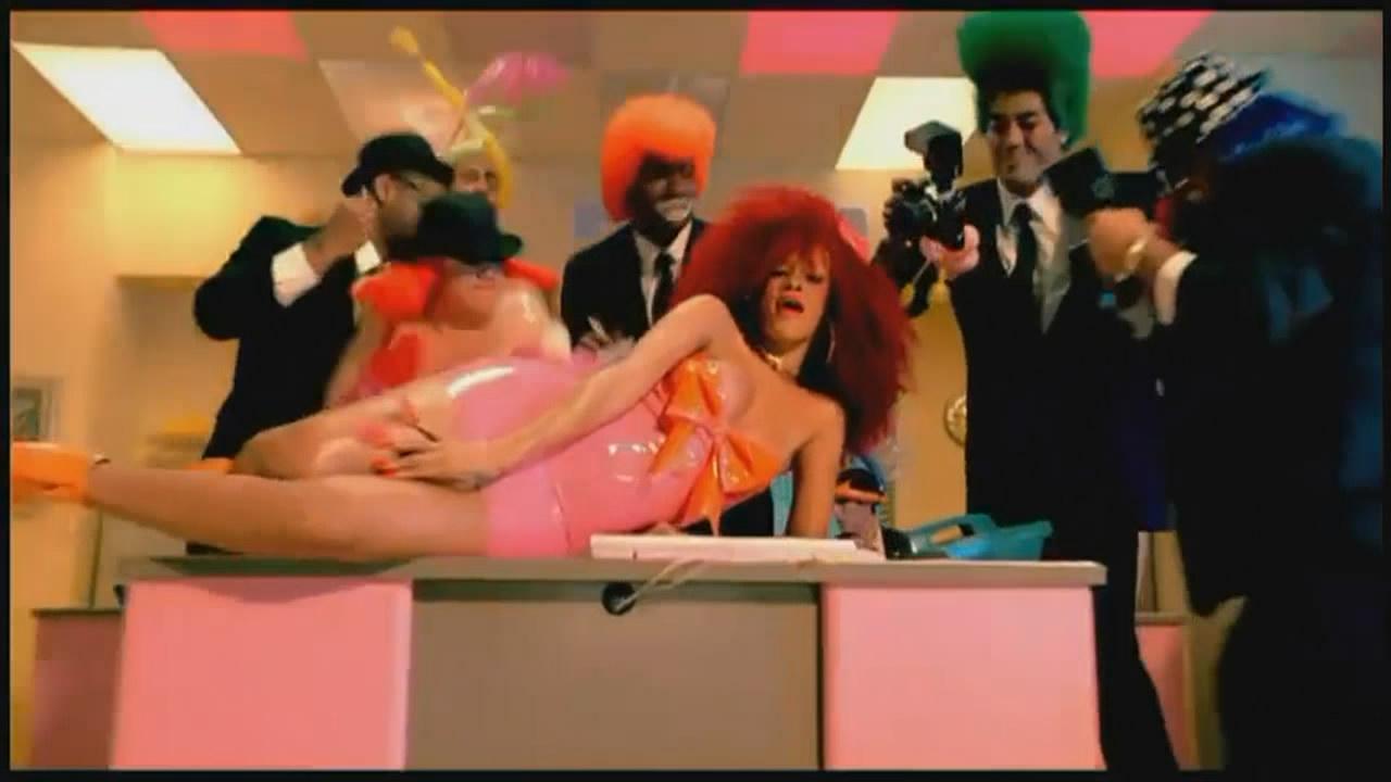 Rihanna - S&M (2011)