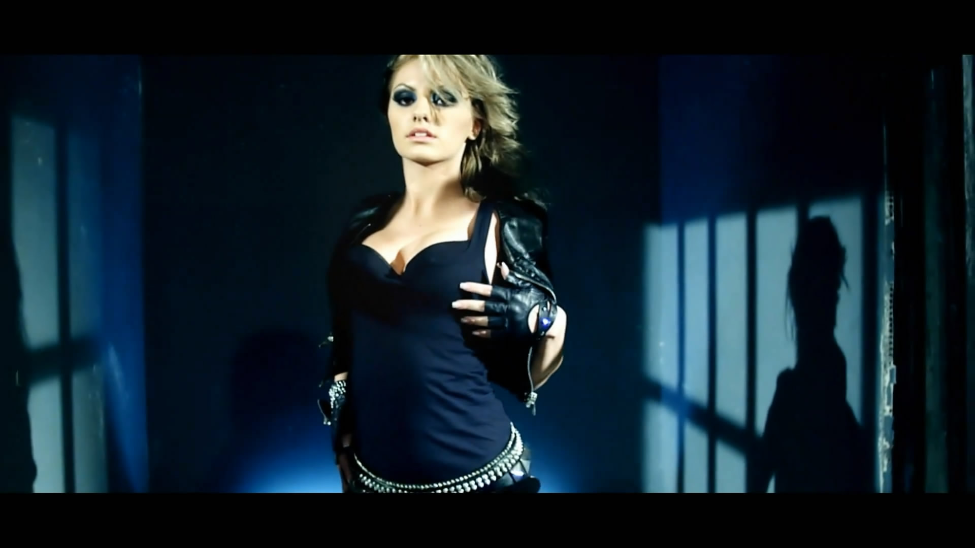 Новый клип Alexandra Stan - Mr Saxobeat (2010)