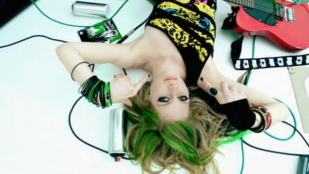 Новый клип Avril Lavigne - Smile (2011)